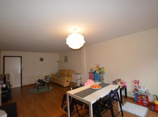 Ruim appartement met 2 kamers in centrum Gistel. Dit appartement biedt een ruime living met halfopen keuken + berging, badkamer met ligbad, 1 slaapkam