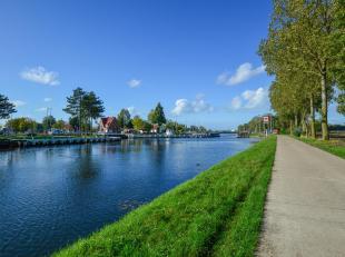 Te renoveren vissershuisje langs jaagpad en kanaal Brugge - Oostende. Gelegen in landschappelijk waardevol agrarisch gebied en maakt deel uit van besc