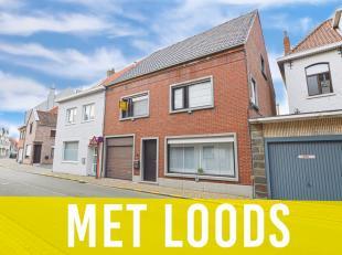 Zeer ruime eengezinswoning in het centrum van Torhout met loods, garage en tuin. Deze woning is als volgt ingedeeld:<br /> ruime leefruimte met nieuwe