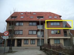 Recent appartement op 2e verdiep, met lift, te Gistel. Dit appartement, omvat: inkom, zeer ruime living met volledig ingerichte keuken, badkamer met l