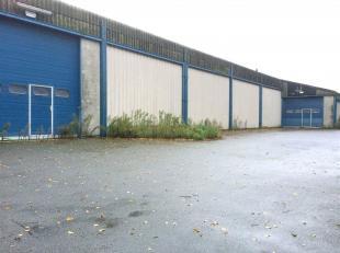 Polyvalent industrieel complex (bebouwde oppervlakte +- 2.000 m², terreinoppervlakte van 4.657 m²) omvattende 3 ateliers en een kantoorgebou