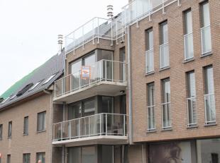 Prachtig nieuwbouw appartement te huur hartje Gistel<br /> Bestaande uit: ruime inkomhal, zeer ruime lichtrijke living met grote ramen, open keuken me