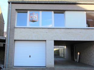 Prachtig gerenoveerde bel-étage gelegen in rustige wijk bestaande uit: op gelijkvloers ruime garage met aparte berging, op eerste verdiep: ruim