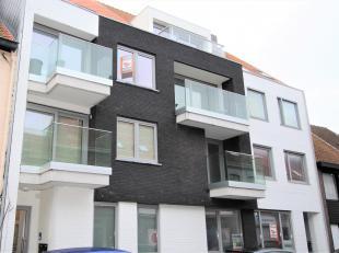 Prachtige duplex gelegen te Gistel centrum bestaande uit: inkom met gastentoilet, ruime open leefruimte met terras.  Open keuken voorzien van alle toe