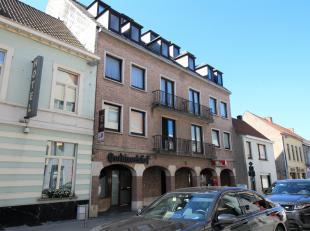 Ruim appartement  hartje Gistel bestaande uit: ruime inkomhal met gastentoilet, lichtrijke living, ruime keuken voorzien van alle toestellen met aansl