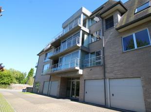 Prachtig ruim appartement gelegen in rustige residentie te Gistel bestaande uit: ruime inkom met gastentoilet, aparte bergruimte, ruime lichtrijke liv