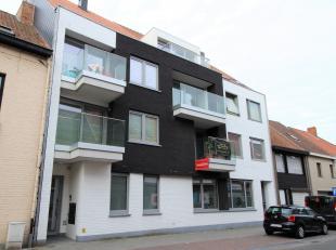 Nieuwbouwduplexappartement bestaande uit een gelijkvloers en een eerste verdiep.  Ruime inkom met toilet, grote living met veel lichtinval en open ing