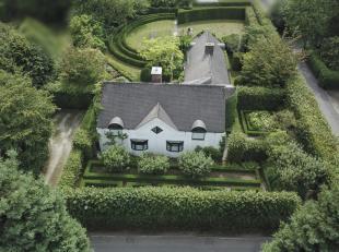 Gelegen in een prachtige tuin, ontwerp Wirtz, aan de residentiële Wolvendreef te Kortrijk bieden we hier een uiterst functionele en hedendaagse v