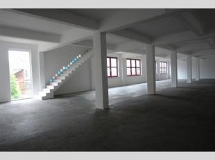 Kantoorruimte van 288 m² in loftstijl.Er kan gebruik gemaakt worden van de gemeenschappelijke toiletten en eetruimte met keuken.Onroerende voorhe