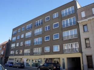 Dit stijlvol appartement is centraal gelegen in de nabijheid van tal van winkels en station. De inkomhal is voorzien van afzonderlijk toilet en prakti