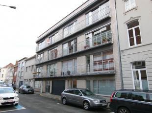 Zeer verzorgd appartement in het centrum van Kortrijk. Op wandelafstand ben je zo op het Plein of op de Veemarkt, waar je tal van winkels hebt.<br />