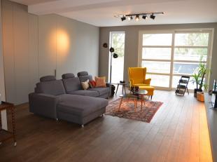 Goed gelegen handelsgelijkvloers met luxe appartement in Residentiële buurt.  Bestaande uit handelsruimte van 200m².  Makkelijk terug om te