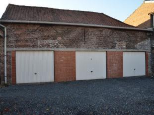 Garage te koop gelegen in de Stasegemsestraat !<br /> <br /> Gelieve het kantoor te contacteren voor meer informatie omtrent de prijzen of afmetingen!
