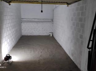 Ruime garage in het centrum  van Kortrijk in residentie Cristal Palace.     <br /> <br /> Deze is beveiligd met een privé poort.<br /> <br /