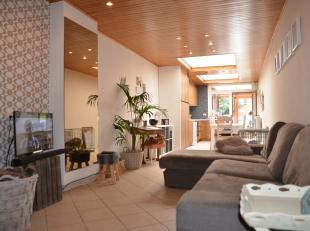 Ideale instapklare starterswoning bestaande uit hal met apart toilet, living met open recente toffe moderne keuken voorzien van alle toestellen, veran