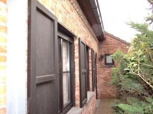 Rustig gelegen halfopen bebouwing met ingerichte keuken, badkamer met ligbad en douche. 3 slpks, tuin, garage en oprit op 649m².<br /> KLEIN BESC
