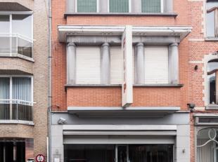 Centraal gelegen handelspand (bakkerij) met materiaal en woonst. winkel (40m²), atelier (128m²). dubbele garage met elektrische poort, priv&