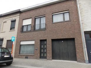 centraal gelegen woning met 3 slaapkamers, ruime living, leefkeuken, veranda, garage en tuin.