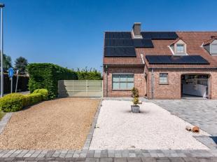 Huis (halfopen) met 3 slaapkamers, grote tuin en garage in een rustige, vlot bereikbare wijk. Zonnepanelen, mooie open keuken, mooie badkamer...