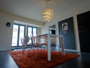 KORTRIJK, garage/opslag 260m² met woonst/duplex 160m², ideaal voor schilder, elektricien, vrij beroep...<br /> <br /> Gelijkvloers omvat 2 a