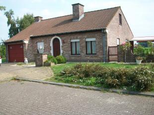 MOORSELE, goed gelegen robuuste villa op 570 m² grond oppervlakte.<br /> <br /> Rustig gelegen met landelijk zicht, achterkant landbouwgrond.<br