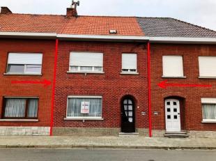 Ruime, goed ingedeelde en zeer goed onderhouden gezinswoning : ruime inkomhal, ruime L-vormige leefruimte, aparte leefkeuken achteraan (12 m²) aa