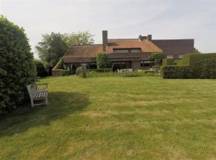 Uitzonderlijke villa - landhuis - qua ruimte, lichtinval en ziel !!! Rustige landelijke ligging te Wervik. Omvattende op het GELIJKVLOERS: - ruime ink