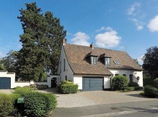 Gelegen aan de rand met Frankrijk en badend in een oase van groen ligt deze prachtig gerenoveerde villa op een totale grondoppervlakte van 2430m²