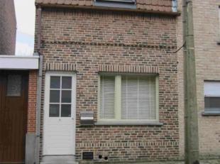 Bent u op zoek naar een mooi gerenoveerde woning in Harelbeke? Dan kan dit echt uw droomwoning worden. Deze rustig gelegen charmante woning werd volle