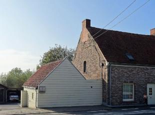 Goed gelegen HALFOPEN WONING te Koolskamp omvattende op het GELIJKVLOERS: - living met salon en eetplaats - ruime lichtrijke veranda met salon en eetp