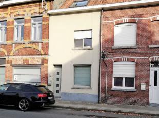 Centraal gelegen perfect instapklare woning te Rollegem (Kortrijk) omvattende op het GELIJKVLOERS: - inkom - ruime living met salon en eetplaats - ing