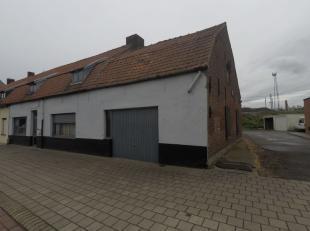 Te renoveren woning bestaande uit een living met keramische tegels, kleine keuken met trap naar de verdieping, één grote ruimte op de bo