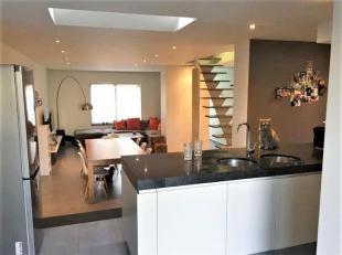 Op zoek naar een charmante instapklare woning in Kuurne? Dan is dit juweeltje zeker u toekomstige droomwoning. Nabij het centrum van Kuurne ligt deze