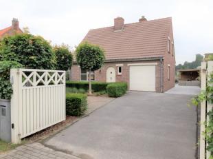 Op een steenworp van Jabbeke Dorp huisvest deze unieke eigendom op een totale grondoppervlakte van 538m². Door de afgesloten oprit waar er tevens