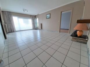 Goed gelegen appartement - 2de verdieping - te Roeselare omvattende: - inkom - apart toilet - living - ingerichte keuken (o.a. met kookfornuis, oven,