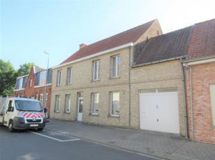 In het hartje van Ledegem vinden we dit voormalig handelshuis met tal van mogelijkheden! De woning geniet een goede ligging vlakbij diverse diensten.
