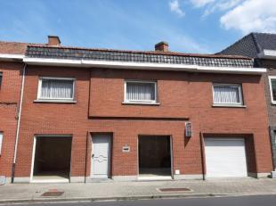 Te renoveren woning te Ledegem omvattende living, keuken, wasplaats, veranda, kelder, gang nr garage, garage, badkamer, 3 slaapkamers, overloop, 2de b