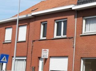 Te renoveren woning nabij het centrum van Ledegem omvattende inkom, living, keukenruimte, badkamer, kelder, 3 slaapkamers en zolder (bereikbaar via va