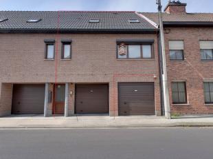 Verrassend ruime duplexwoning/appartement (BJ:2002) met beneden een zeer ruime garage/berging die toegang geeft tot een tuintje achteraan. Op de 1ste
