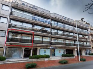 Dit prachtig en zeer goed onderhouden appartement is gelegen op de eerste verdieping en ligt midden het in het centrum van Knokke-Heist op 50m van de