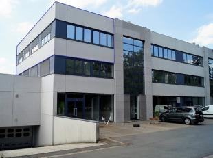 Gunstig gelegen kantoorruimte nabij Kortrijk Xpo.Het kantoor beschikt over een oppervlakte van 160 m² en heeft een perfecte bereikbaarheid van de