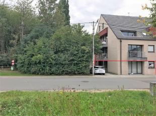 Modern instapklaar appartement nabij het centrum van Kuurne in groene omgeving.Het appartement omvat:Een inkomhal met vestiaireruimte die toegang geef