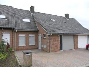 In een rustige en doodlopende straat nabij het dorp van Bellegem treffen we deze goed onderhouden woning aan.Sta me toe jou mee te nemen doorheen deze