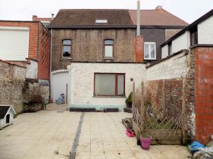 Te renoveren woning met karakter, gelegen nabij de Heulebeek.Volgens het kadaster zou deze woning gebouwd zijn eind de jaren 1800. In de registers is