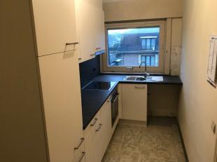 Gezellig 2 slaapkamer appartement op de 2de verdieping (met lift) met terras, garage en kelderberging.Indeling: inkom met apart toilet, berging, licht
