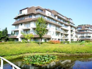 Luxe 2 slaapkamer appartement gelegen op het domein De Steelander te Harelbeke.Bestaat uit: inkom, vestiairehoek, apart toilet, grote living (40m&sup2
