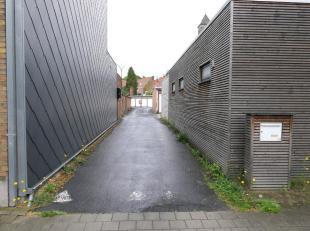 Ruime garagebox op Sint-Elisabeth met toegang via de André Devaerelaan.De garagebox meet 2,80m op 5,55m en is voorzien van een nieuwe garagepoo