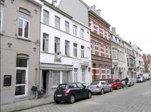 Op zoek naar een karaktervolle woning met potentieel nabij de Leieboorden?De woning situeert zich vlakbij het gerechtsgebouw en ligt op wandelafstand