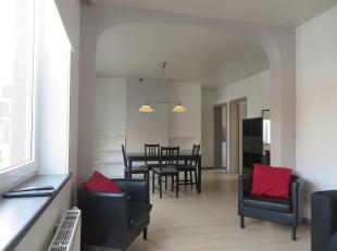 Dit instapklaar appartement bevindt zich in een rustige straat in het volle centrum van Kortrijk. Een buurt tussen stad en dorp, tussen groen en de Le