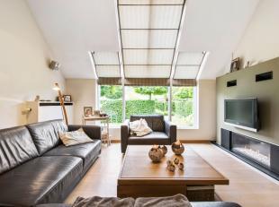 Cette villa (BJ 91) crée une agréable sensation d'espace grâce aux nombreuses fenêtres du salon, de la salle à manger